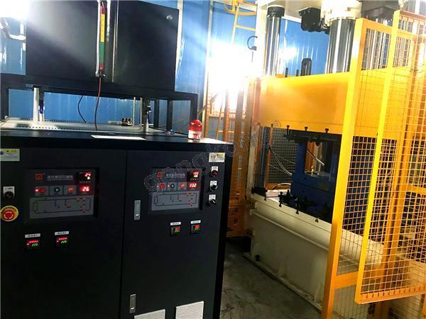 碳纤维RTM成型冷热油切换模温机 (1).jpg