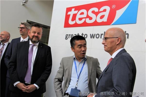 德国汉堡市长一行莅临德莎tesa参观访问