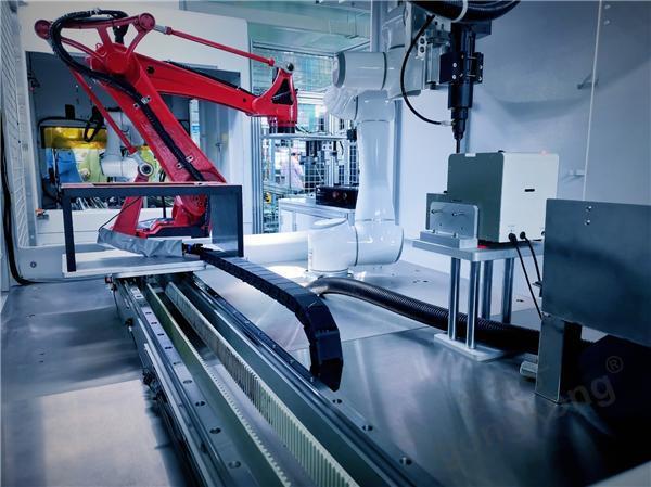 平台级协作机器人是柔性制造的关键工具
